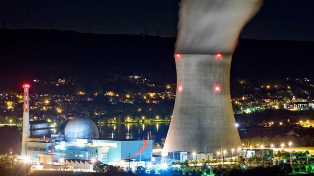Das Kernkraftwerk Leibstadt in der Nacht.