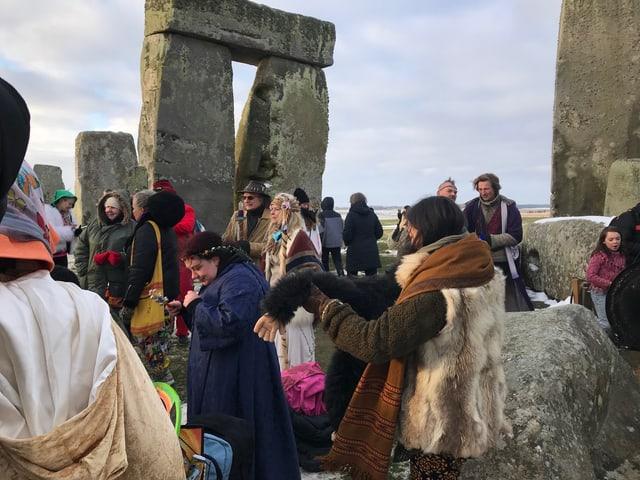 Druiden und Hexen in Stonehenge.