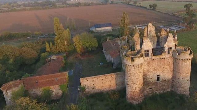 Landschaft mit Schloss.