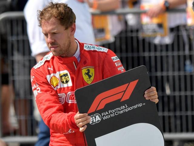 Sebastian Vettel trägt die Nummer 2.