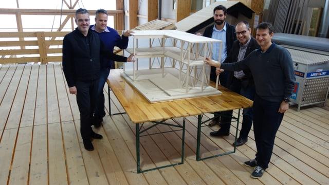 Da san: G. Fanzun, architect, E. Uffer, Uffer SA, A. Wirth, Lai Turissem, Patric Vincenz, Uffer SA, M. Hartweg, Arena Biatlon Lantsch.