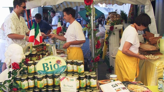 Verkaufsstand mit Bioprodukten aus Italien