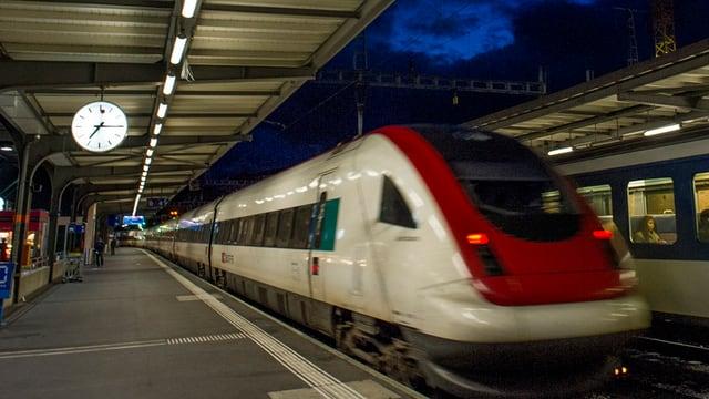 ICN-Zug im Bahnhof
