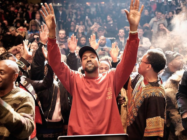 Kanye West (r.) und sein Ego (überall) während der Präsentation von «The Life of Pablo»