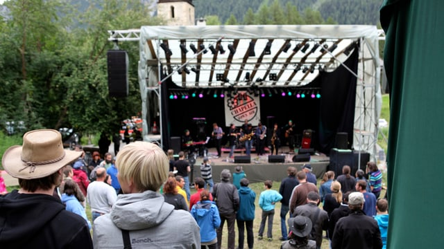 Aspectaturas e aspectaturs taidlan la band al Open Air Chapella