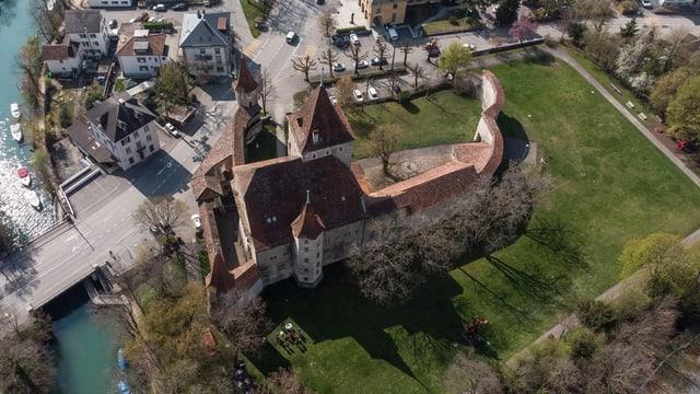 Das Schloss Nidau von oben – noch ohne die Tribühne des Openair Theaters.