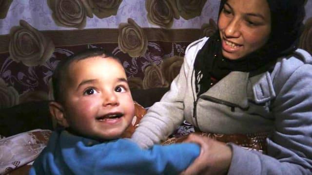 Video «Zainab kann einen Kinderarzt besuchen» abspielen