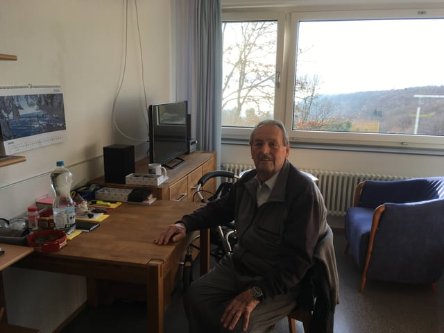 Bewohner Pierre Lanz in seinem Zimmer
