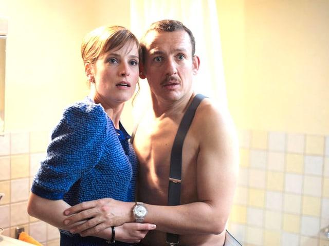 Louise Vandevoorde (Julie Bernard) und Mathias Ducate (Danny Boon) pflegen eine grenzüberschreitende Affäre.