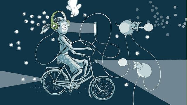 Eine Frau fährt auf dem Fahhrad. Sie trägt Kopfhörer, die per Kabel mit Vögeln verbunden sind und auch mit einem Bildschirm, der der Frau direkt ins Gesicht scheint.