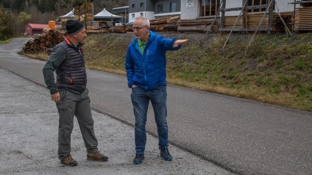 Michel Simmen mussa a Martin Valär con aut che la boda era.