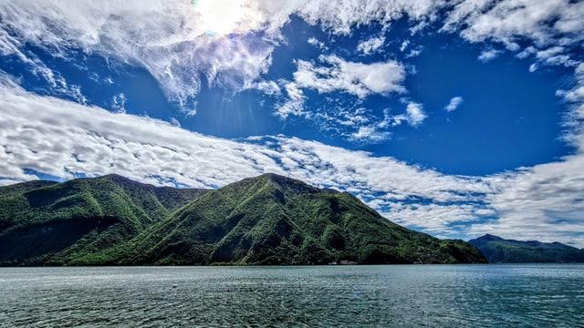 Blick von Castagniola über den Luganersee. Trotz mittelhohen Wolken war es ziemlich sonnig.