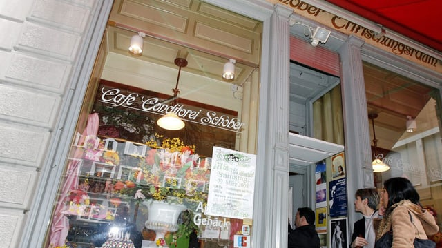 Eingang des Café Schober in Zürich