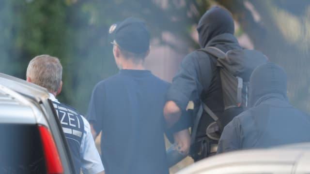 Bild der Festnahme eines Verdächtigen