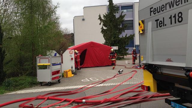 Grossaufgebot der Rettungskräfte in Bassersdorf.