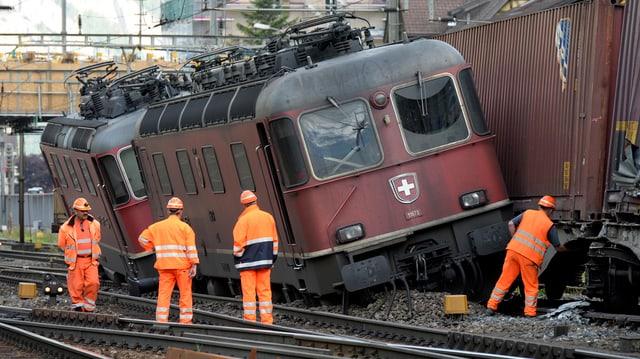 Dus trens da vitgira eran collidads ad Erstfeld.