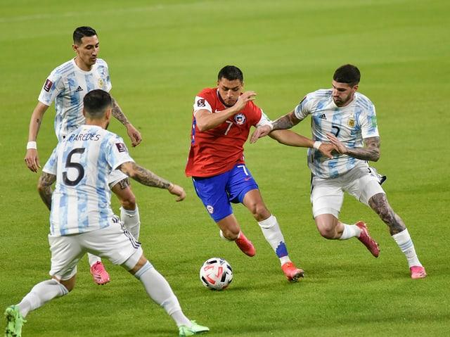 Chiles Alexis Sanchez auf dem Weg zum Tor.