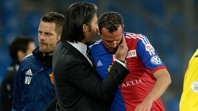 Basel-Captain Marco Streller musste wegen einer Muskelverletzung bereits nach wenigen Minuten ausgewechselt werden.
