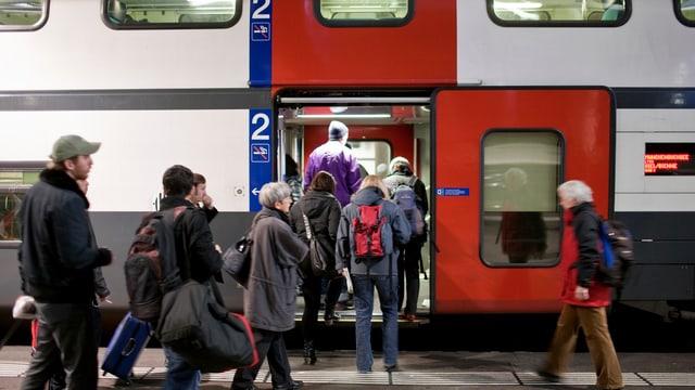 Passaschiers ch'entran in tren