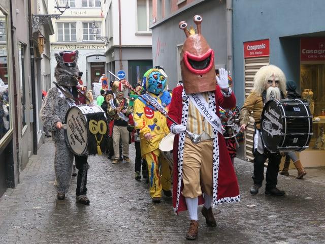 Guggenmusig Schnäggebörger in der Eisengasse in Luzern