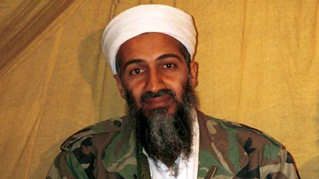 Portrait  von Osama Bin Laden mit weissem Turban.