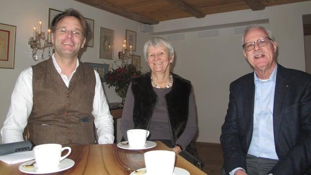 Frank Schäfer, Architekt und Hotelbesitzer in Regensberg, Ursula Hinnen, Pädagogin und Stadtführerin, Peter Wegmüller, Gemeindepräsident von Regensberg