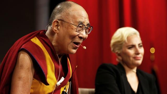 Der Dalai Lama und Lady Gaga bei einem Treffen im Juni 2016.
