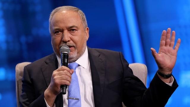 Avigdor Lieberman während einer Ansprache.