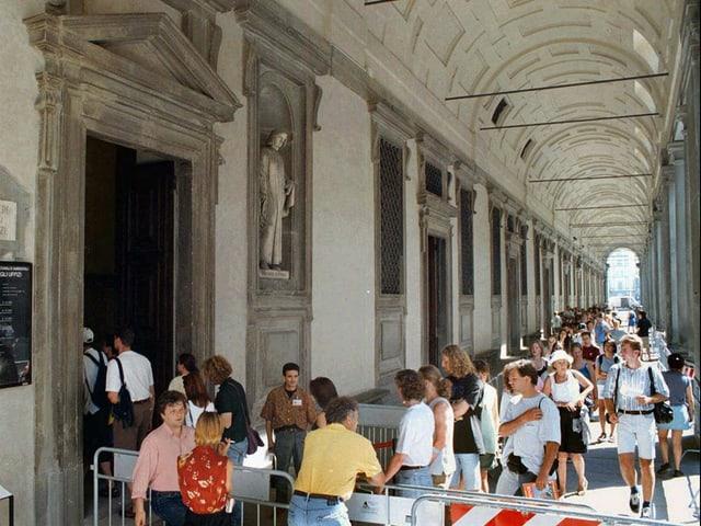 Besucher vor den Uffizien