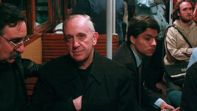 Kardinal Jorge Mario Bergoglio im Jahr 2008 in der U-Bahn.