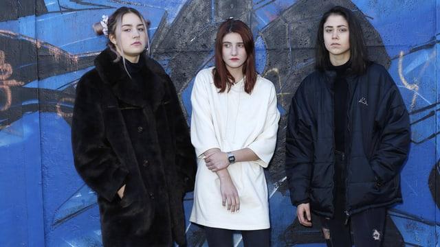Drei Jugendliche Mädchen.