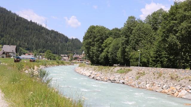 Blick auf den Fluss Landquart am Samstagmittag. Er hatte auch ohne Regen viel Wasser.