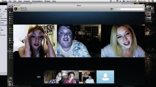 Sehchs Jugendliche unterhalten sich auf Skype