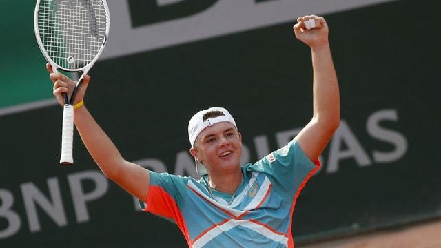 Dominic Stricker tar sia victoria da Grand-Slam al final dals juniors al French Open.