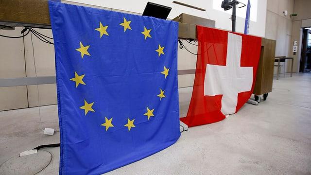 Nebs-Tagung in Bern: Eine Europa- und eine Schweizer Flagge nebeneinander.