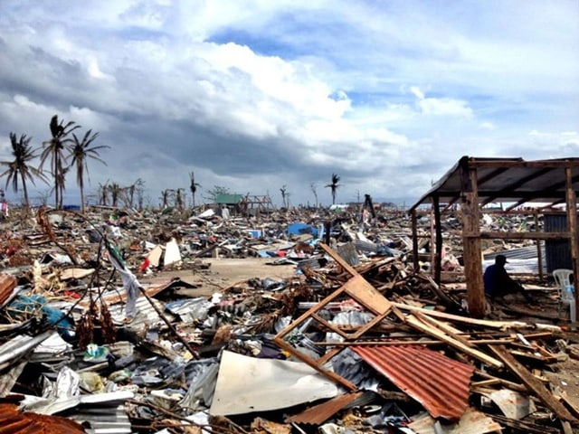 Tacloban komplett zerstört. Kein einziges stehendes Gebäude. Tabula rasa.