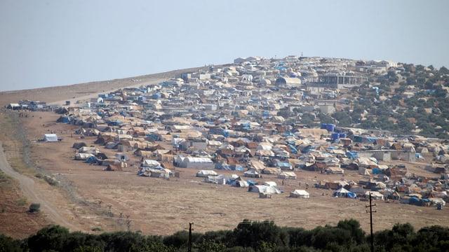 Champ da fugitivs sirians en la Tirchia.