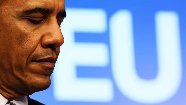 US-Präsident Obama vor einem EU-Logo.