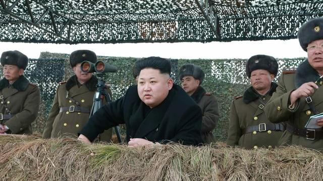 Nordkoreas Machthaber mit Militärs