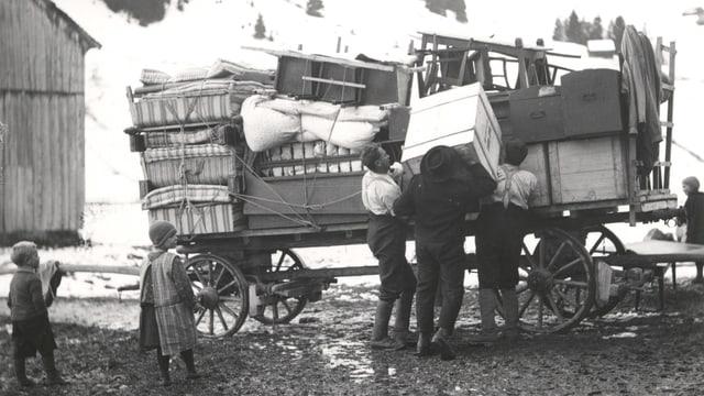 Ein Bild der Umsiedlung von Bauern am Sihlsee, 1932/33.