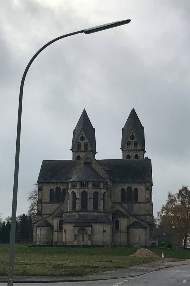 Abriss – das Dorf Immerath ist nur noch Geisterdorf und wird abgerissen. Die Kirche stand einst mitten im Dorf.