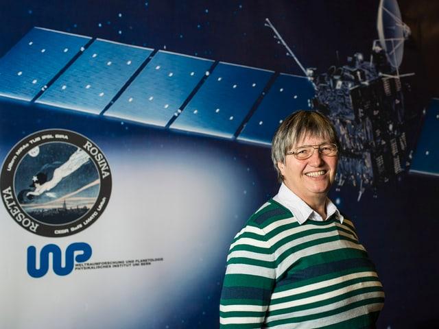 Berner Astrophysikerin Kathrin Altwegg vor einem Rosetta-Plakat