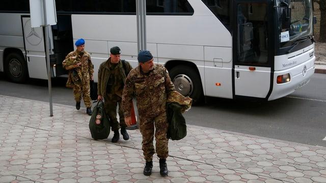 OSZE-Mitarbeiter auf dem Weg in die Ukraine.