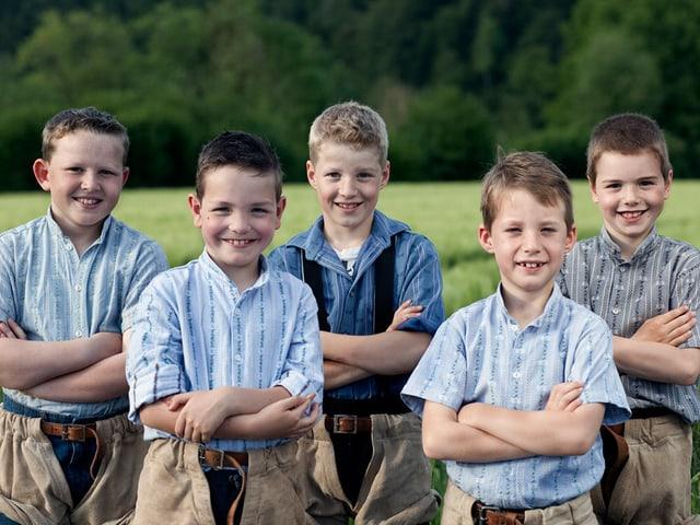 Die fünf Jungschwinger aus Langenthal posieren für ein Gruppenbild.