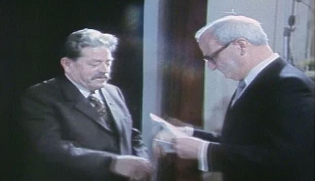 Rest Giusep Cathomas (1910 - 2005) - surdada 1983 d'in premi da renconuschientscha chantunal atras cuss.guv. Otto Largiadèr