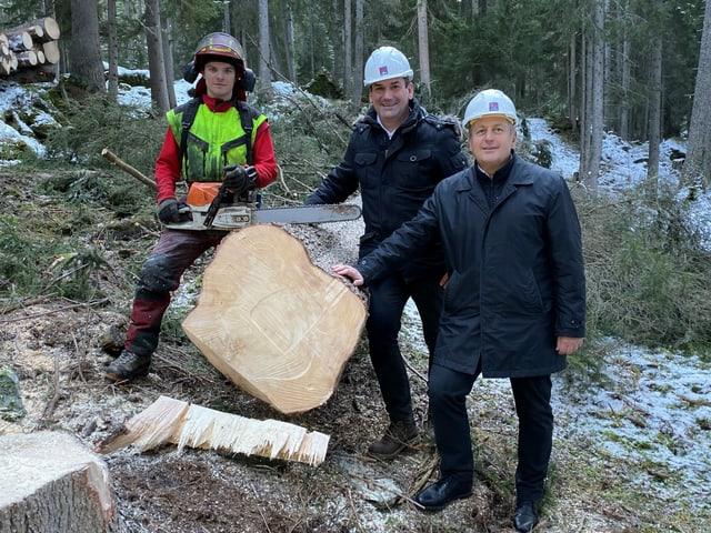 Da san.: Severin Niederberger ch'ha terrà la planta, Martin Meyer, ceo da la gruppa d'investiders ITW, Gerhard Wendl, directur Jufa hotels.
