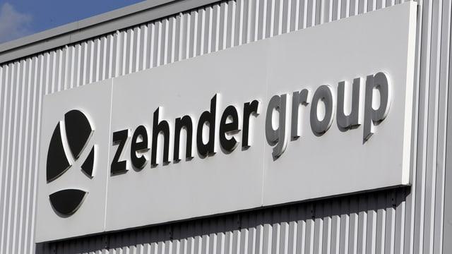 Gebäude mit Logo der Zehnder-Group.
