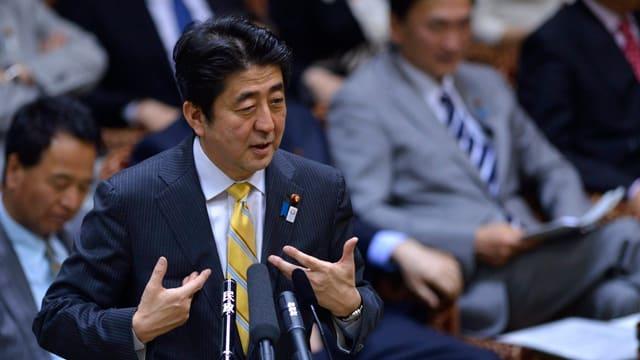 Der japanische Premierminister Shinzo Abe im Parlament.