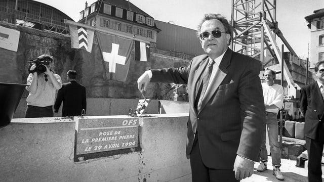 Otto Stich bei der Baustelle