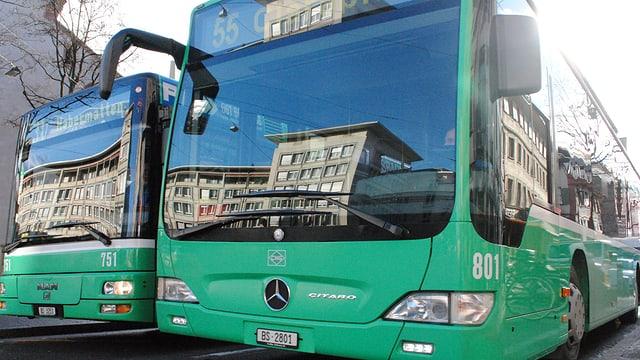 Zwei BVB-Busse.